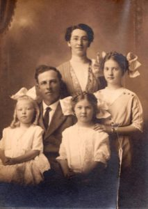 Willard & Elma Cecil and daughters Cleo, Helen & Glenda Cecil (front right)